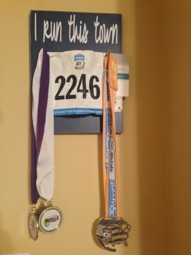 i run this town race bib/medal hanger